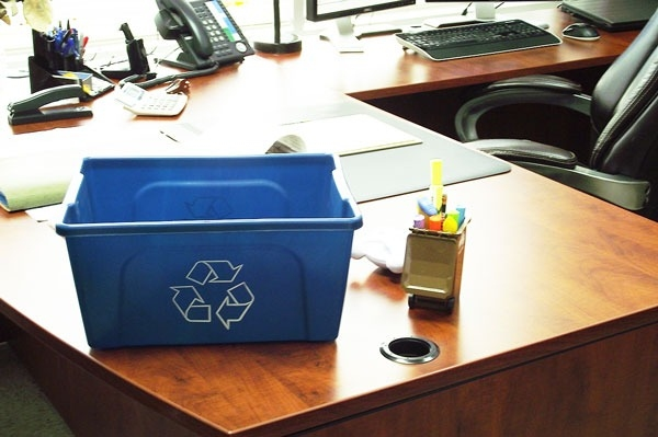 contenant de recyclage contenants de recyclage et. Black Bedroom Furniture Sets. Home Design Ideas