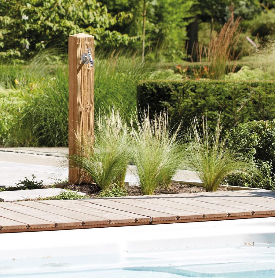 poteau d coratif robinet sur pilier woody tap pillar accessoires pour barils de pluie jardin. Black Bedroom Furniture Sets. Home Design Ideas